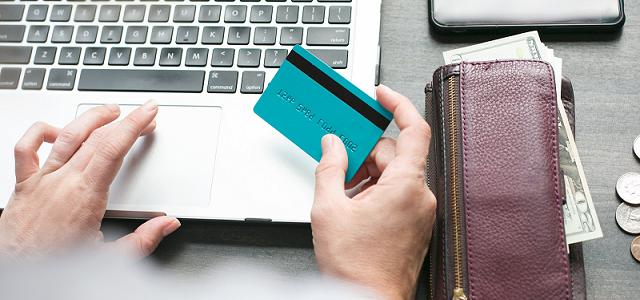 クレジットカードとデビットカードの違いアイキャッチ画像